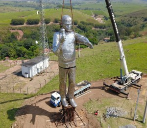 Estátua em homenagem ao Padre Léo será inaugurada dia 5