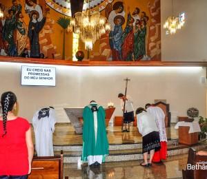 Santa Missa no Santuário de Santa Rita de Cássia na Cidade de Curitiba-PR, presidida pelo Pe Vicente.