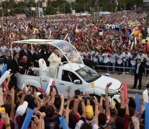 Papa se despede do Paraguai com um vibrante discurso aos jovens