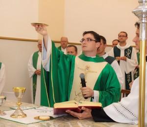 Pe. Elinton comemora sete anos de sacerdócio