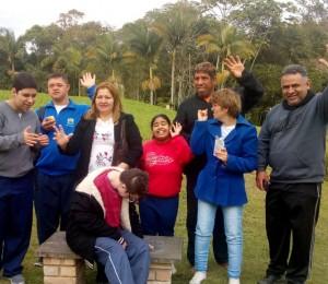 Alunos da Apae visitam a Comunidade Bethânia
