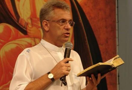 Padre Léo e a Bíblia: Palavra de Deus é fonte de Cura