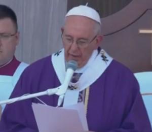 """""""Ser solidário é dar o melhor de si pelos que sofrem"""" diz Papa Francisco"""