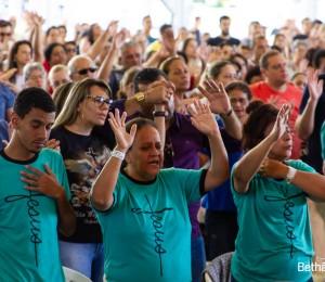 Na Trilha da Cura: Sábado é marcado por pregações e show
