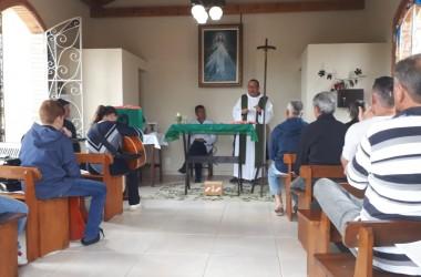 Missa sertaneja emociona Dia do Filho, em Irati
