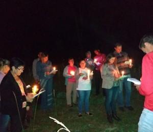 Via Sacra iluminada atrai visitantes no Recanto de Irati (PR)