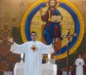 Santa Missa com Padre Elinton em Uberlândia-MG