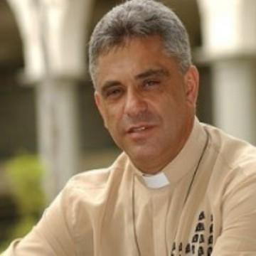 Qual é a comunidade fundada pelo Padre Léo?
