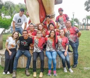 Jovens da Comunidade Bethânia participaram de um luau na Cidade de Irati-PR