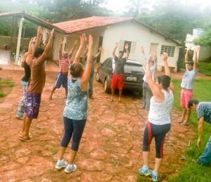 Aconteceu no Recanto Uberlândia-MG um momento de atividade física  conduzido pela  fisioterapeuta Luciana.