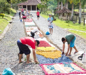 Comunidade Bethânia celebra Corpus Christi com procissão nos tapetes