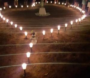 Filhos de Cianorte montam rosário à luz de velas