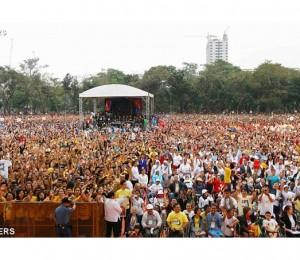 Manila, 7 milhões na missa. Papa: defender a família de ataques insidiosos